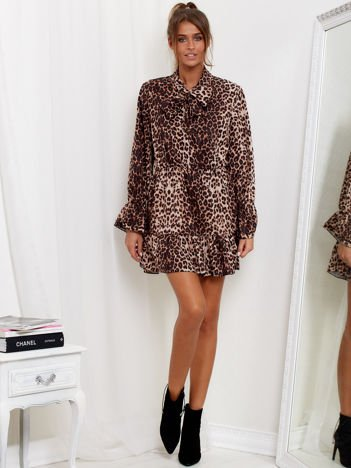 Brązowa sukienka w panterkę z wiązanym chokerem