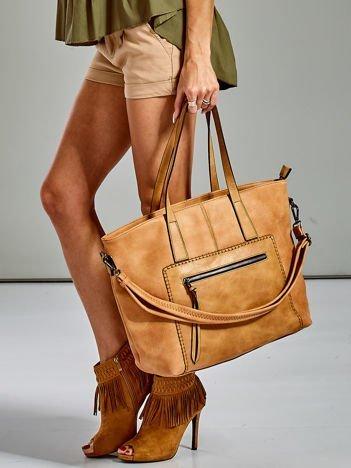Brązowa torba z ozdobną kieszenią