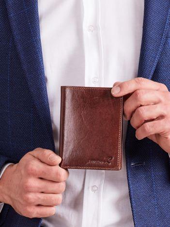 Brązowy portfel skórzany męski pionowy