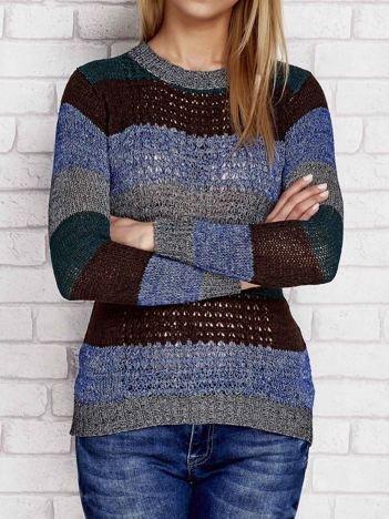 Brązowy sweter w kolorowe paski