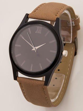 Brązowy zegarek z czarną tarczą