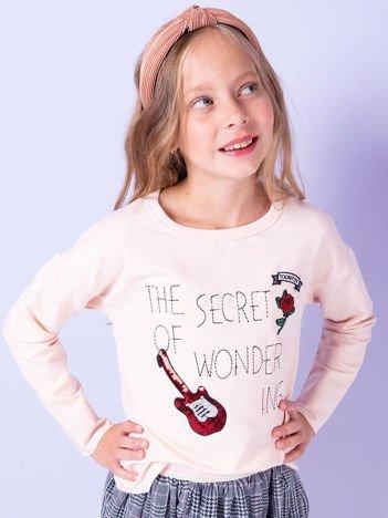 Brzoskwiniowa bluza dla dziewczynki z naszywkami