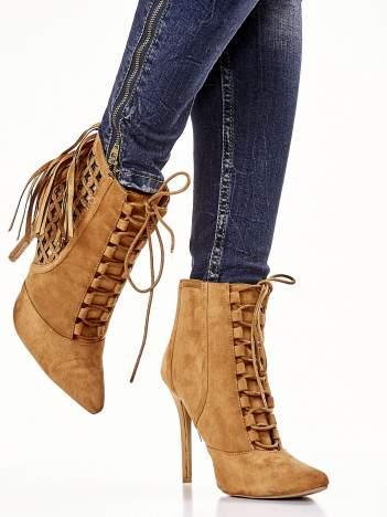 Camelowe ażurowe botki faux suede Florence z frędzlami
