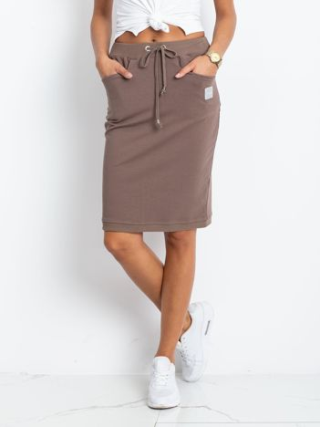 Ciemnobeżowa spódnica Features