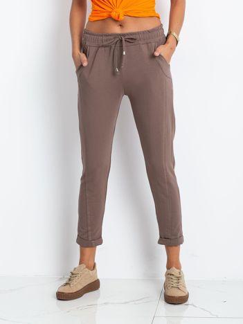 Ciemnobeżowe spodnie Approachable