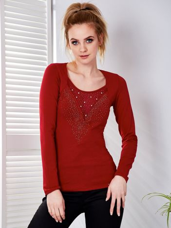 Ciemnoczerwona bluzka z biżuteryjnym dekoltem