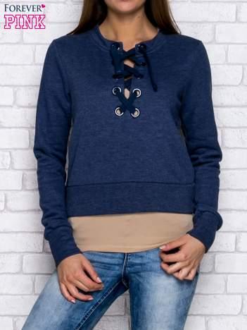 Ciemnoniebieska bluza z dekoltem lace up