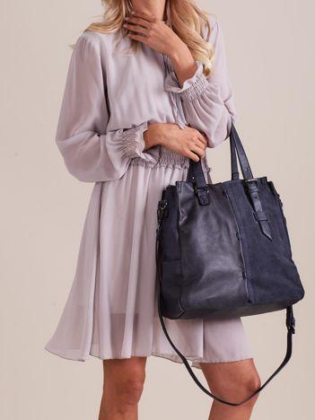 Ciemnoniebieska torba z łączonych materiałów