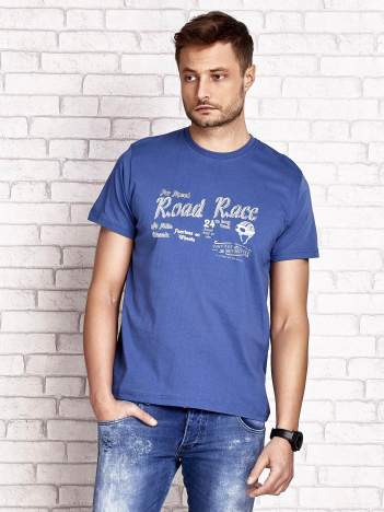 Ciemnoniebieski t-shirt męski z wyścigowym napisem ROAD RACE