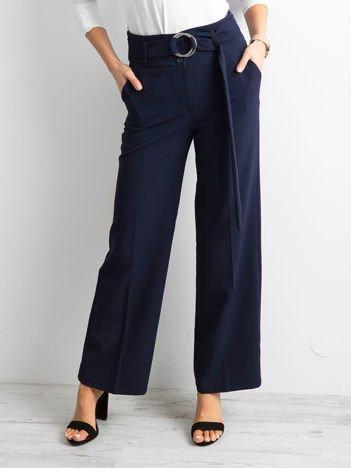 Ciemnoniebieskie spodnie z wysokim stanem