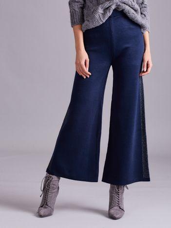 Ciemnoniebieskie szerokie spodnie z dzianiny