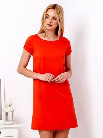 Ciemnopomarańczowa sukienka z drapowanymi rękawami
