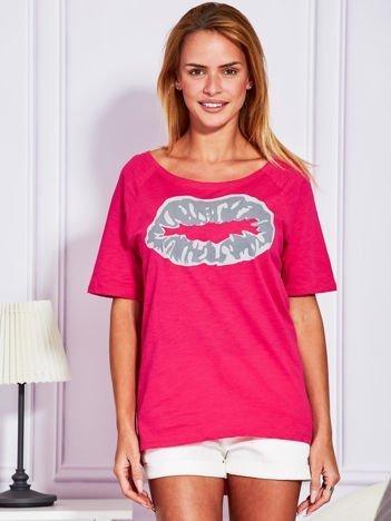 Ciemnoróżowy t-shirt z nadrukiem ust
