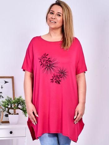 Ciemnoróżowy t-shirt  z roślinnym printem PLUS SIZE