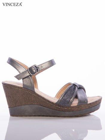 Ciemnosrebrne sandały na koturnach Vinceza z metalicznym efektem i brokatowym paskami na przodzie