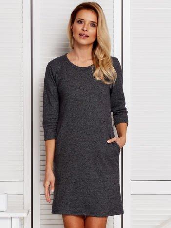Ciemnoszara sukienka w drobny graficzny deseń