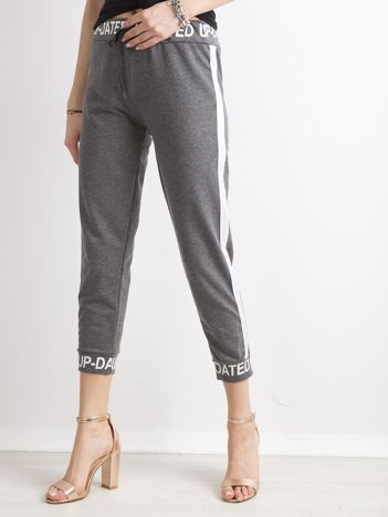 Ciemnoszare dresowe spodnie z napisami