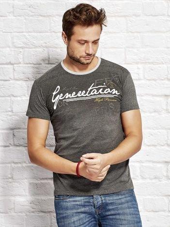 Ciemnoszary t-shirt męski z motywem tekstowym