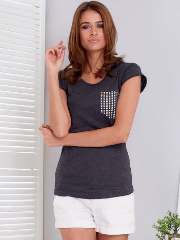 Ciemnoszary t-shirt z srebrnym nadrukiem kieszonki