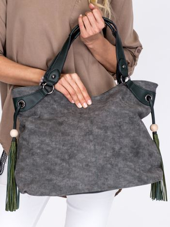 Ciemnozielona torba z ozdobnymi frędzlami