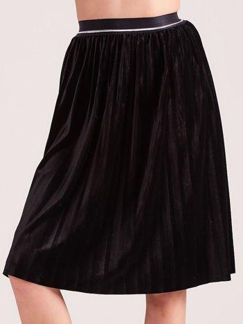 Czarna aksamitna spódnica do kolan