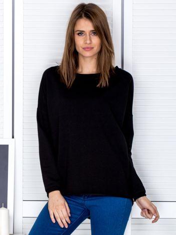 Czarna bluza z listwą z perełek
