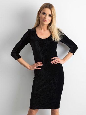 Czarna dopasowana welurowa sukienka