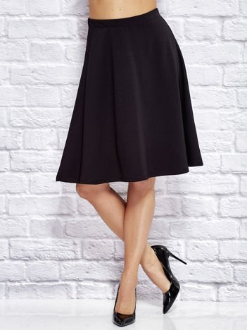 Czarna gładka trapezowa spódnica
