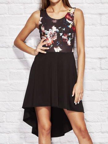 Czarna koktajlowa sukienka z motywem kwiatowym