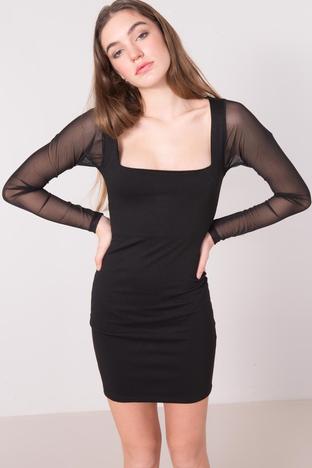 Czarna krótka sukienka z kwadratowym dekoltem BSL