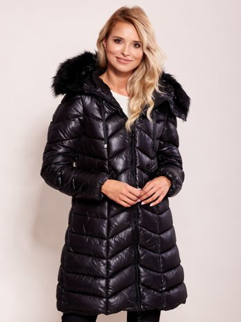 Czarna pikowana kurtka na zimę z kapturem