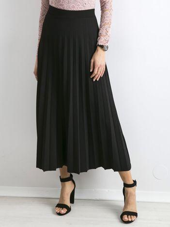 Czarna plisowana spódnica maxi
