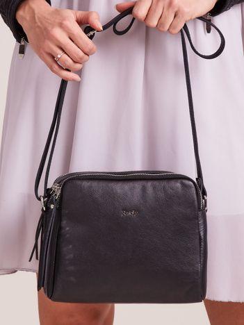Czarna skórzana torebka listonoszka