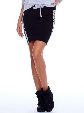 Czarna spódnica z lampasami