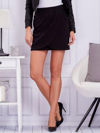 Czarna spódnica z zakładkami