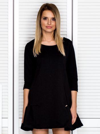 Czarna sukienka dresowa z falbankami