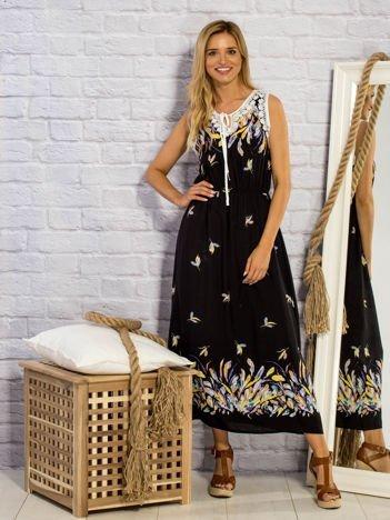 Czarna sukienka letnia maxi w piórkach
