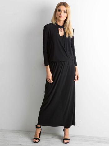 Czarna sukienka maxi z wycięciem