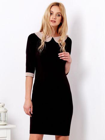 Czarna sukienka z beżowym kołnierzykiem