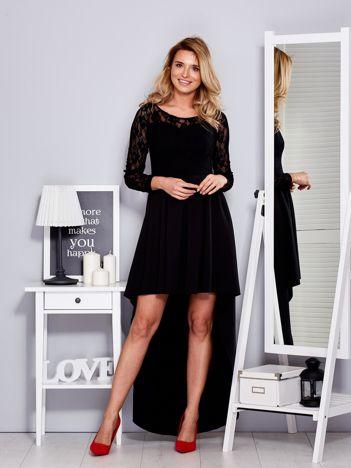 Czarna sukienka z dłuższym tyłem i koronkowym rękawami