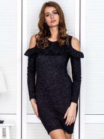 Czarna sukienka z falbaną i wycięciami