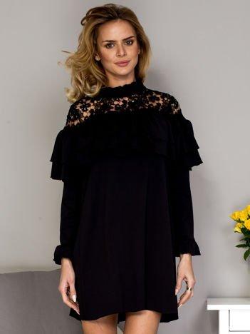 Czarna sukienka z koronkową wstawką