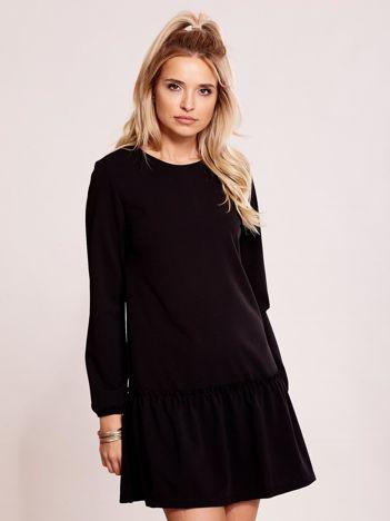 Czarna sukienka z obniżonym stanem
