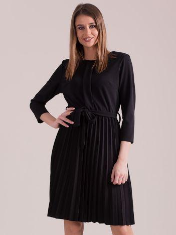 Czarna sukienka z plisowaniem