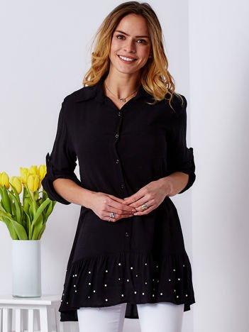 Czarna sukienka z szeroką falbaną i perełkami