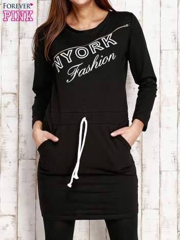 Czarna sukienka z wiązaniem
