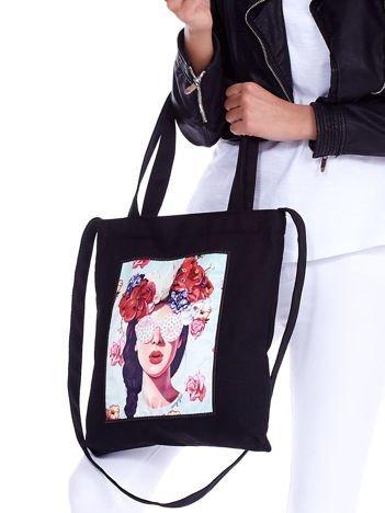 Czarna torba eko z kolorową aplikacją i cyrkoniami