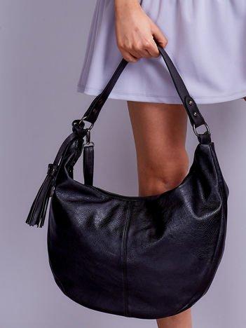 Czarna torebka miejska z odpinanym paskiem i frędzlem