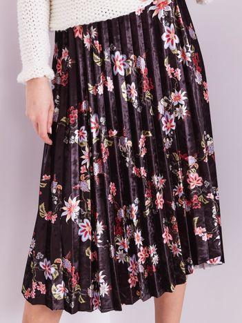 Czarna welurowa spódnica plisowana w kwiaty