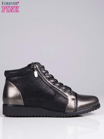 Czarne botki faux leather za kostkę z tłoczeniami w skórę węża i ozdobnym suwakiem z boku